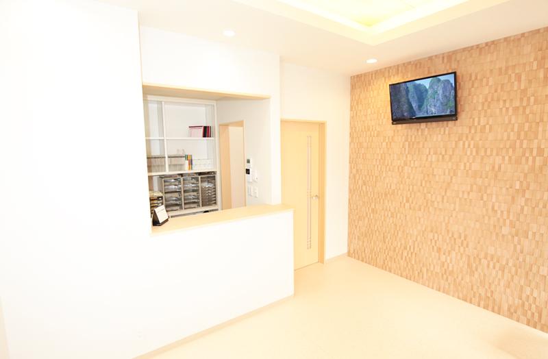 ひさとみ歯科クリニック待合室、受付